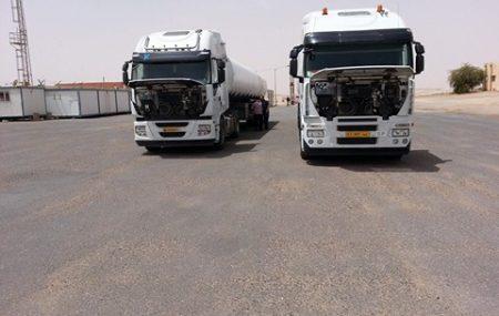 وصول أولي الشاحنات من أمام مستودع سبها النفطي