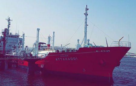 """نشاطات مراقبة التزويد والنقل البحري للمناطق الوسطى والشرقية وحركة النواقل البحرية الساعة 20:00 من ليل أمس الأحد 8 أبريل >> التحدي ناقلة غاز الطهي """" L.P.G """" ترسو على منصة"""