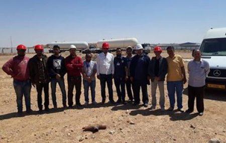 جديد مشروع دوارة الغاز بمنطقة الزويتينة فريق العمل المكلف صحبة المقاول المختص يجري صباح اليوم الإثنين 23 أبريل >> عمليات فك وتحميل عدد (2) خزان غاز من موقع مستودع الغاز