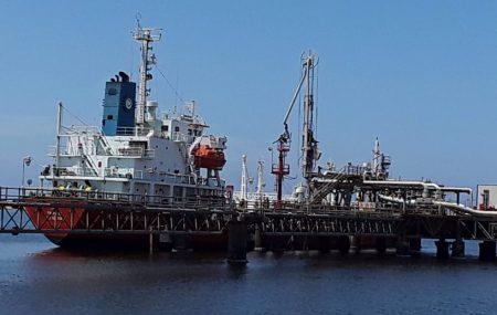 ناقلة التحدي تنهي عمليات ضخ وتفريغ الغاز بخزانات الشركة الســ ( 7:00 ) ــابـعـة من صباح اليوم الخميس 26 أبريل >> خروج ناقلة الغاز البحرية التحدي من منصة ميناء الرصيف النفطي