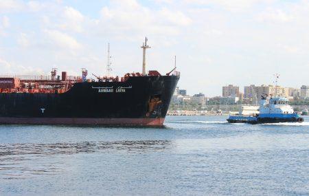 وصول الناقلة أنوار ليبيا على رصيف ميناء طرابلس البحري وعلى متنها حمولة تقدر ب 34,000.000 مليون لتر من وقود البنزين ولتباشر عملية التوزيع على شركات التوزيع من يوم غداً صباحاً