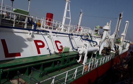 غادرت ناقلة غاز الطهي L.P.G التحدي منصة الرصيف النفطي بنغازي الساعة الثامنة من صباح اليوم السبت 5 مايو >> بعد أن أنهت عمليات ضخ وتفريغ شحنتها البالغة ( 167.700 ) طن متري بخزانات