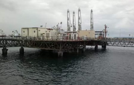 غادرت ناقلة الوقود CONOUGUIVEA ليل أمس الجمعة 11 مايو >> بعد أن أنهت عمليات ضخ وتفريغ ( 33710.000 ) لتر من وقود الديزل بخزانات الشركة بمستودع رأ س المنقار