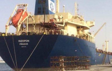 الناقلة ريزبون تستمر اليوم في تزويد شركات التوزيع بعد الرسو صباحا علي رصيف ميناء طرابلس البحري وعلي متنها حمولة تقدر ب 34.000.000 لتر من مادة البنزين بعد مغادرة الناقلة أنوار
