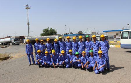 في إطار التعاون المشترك بين معهد النفط للتأهيل والتدريب وشركة البريقة لتسويق النفط قاما عدد من الطلبة بقسم التشغيل بالسنة الثانية بزيارة ميدانية الي مستودع طرابلس النفطي