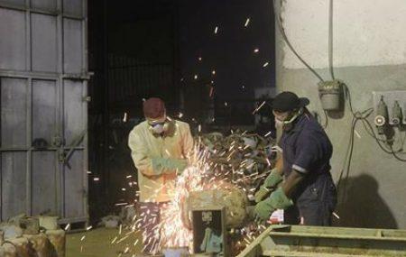 تتواصل جهود العاملين بمستودع طرابلس النفطي يصلون النهار بالليل ومع وصول دفعة جديدة من الصمامات والتي تقدر بحوالي 10.000 آلاف صمام وصلت يوم الجمعة 18 من الشهر الجاري والبدء