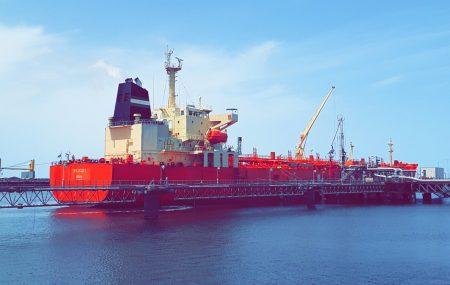 غادرت ليل أمس الأربعاء 9 مايو >> ناقلة الوقود SW GALIAI بعد أن أنهت عمليات ضخ وتفريغ 36،470،000 من وقود البنزين بخزانات الشركة مستودع رأس المنقار