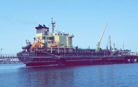 غادرت ليلة أمس الثلاثاء 12 يونيو>> حاملة وقود البنزين - VALDAOSTA - منصة ميناء بنغازي النفطي بعد إنهاء عمليات ضخ وتفريغ شحنة بنزين ـ 19844000 - لتر بخزانات الشركة بمستودع رأس