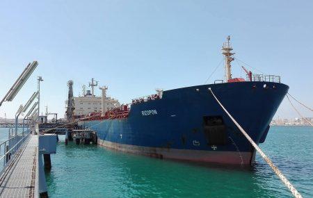 ضمن نشاطات مراقبة التزويد والنقل البحري للمناطق الوسطى والشرقية غادرت ناقلة الوقود - RIZOPON - منصة ميناء بنغازي صباح اليوم الاحد 8 يوليو >> بعد أن أنهت عمليات ضخ وتفريغ