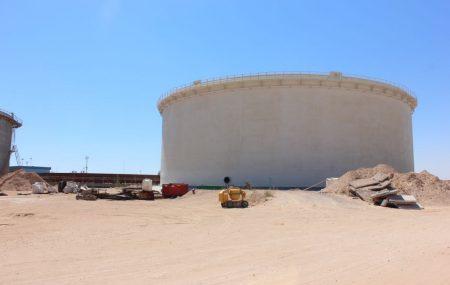 تواصل العمل بمشروع إنشاء عدد (3) خزانات كيروسين سعة (7000) متر مكعب لكل خزان ، وعدد (1) خزان بنزين سعة (3000) متر مكعب والمنفذ من قبل شركة بوسنا آس وبإشراف ومتابعة إدارة المشروعات