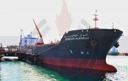 أنهت منذ قليل ناقلة الوقود انوار الخليج عمليات ضخ وتفريغ عشرة ملايين لتر من منتج كيروسين منازل بخزانات الشركة بمستودع رأس المنقار وتتهيئ لمغادرة منصة الرصيف النفطي