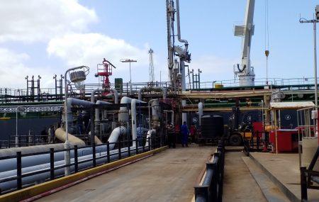 بإشراف مباشر من إدارة منطقة بنغازي والتنسيق بين فرق العمل بموقع الزيت الثقيل والتسهيلات البحرية بالميناء النفطي بنغازي تم الإنتهاء من تجهيز الخط الواصل بين الرصيف النفطي