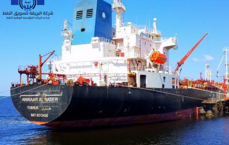 تتأهب ناقلة الوقود ـ أنوار النصر ـ لمغادرة منصة الرصيف النفطي بنغازي بعد أن أستودعت بخزانات الشركة بموقع مستودع رأس المنقار ـ 31345000 ـ لتر من منتج وقود البنزين وقد كانت