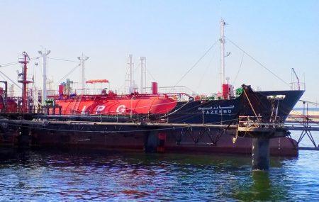"""غادرت ناقلة الغاز الليبية """" تازربو"""" منصة الرصيف النفطي بنغازي بعد أن أستكملت تفريغ شحنتها المقدرة بحوالي (1,700.000) طن متري من الغاز المسال (غاز الطهي) بخزانات الشركة بموقع"""
