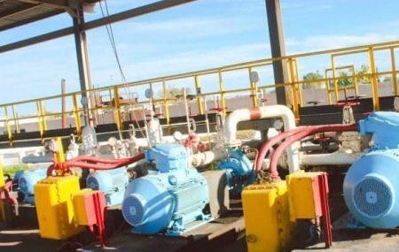 لازالت فرق الصيانة بمستودع طرابلس النفطي يقومون بواجباتهم المنوطة بهم في اتمام عمليات الصيانة المكلفين بها ، حيث أنه جاري تنفيذ عمليات الصيانة على شبكة خطوط الأنابيب
