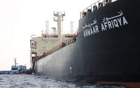 #النواقل النفطية _ حركة طبيعية. وصلت يوم الأمس الناقلة أنوار أفريقيا بكامل حمولتها وهي تستعد للرسو علي الرصيف بعد أن تنهي الناقلة أنوار ليبيا افراغ حمولتها المتبقية