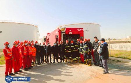 إنتهاء الدورة التنشيطية للتدريب الموقعي لفرق الإطفاء والطوارئ شركة البريقة لتسويق النفط (فريق النداء الأول) بمستودع الزاوية النفطي بتنفيذ برنامج عملي على وحدة تعبئة