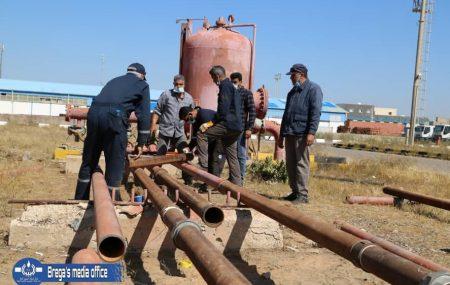 #فريق الصيانة يباشر تجديد و استبدال خطوط أنابيب منظومة مياه الإطفاء بمستودع طرابلس النفطي بقطر (4) بوصة ولا تزال الأعمال مستمرة.