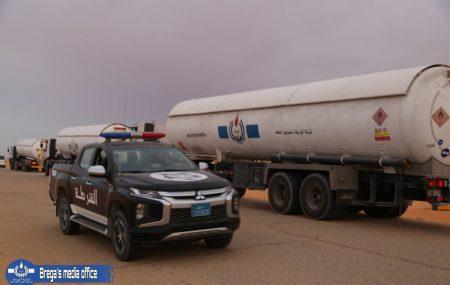 #خبر #الوقود_للجنوب_مسؤولية_مشتركة. تستمر شركة البريقة لتسويق النفط في الوفاء بالتزاماتها اتجاه الوطن و المواطن في كل مناطق ليبيا ، خاصة مناطق الجنوب الذي عانا